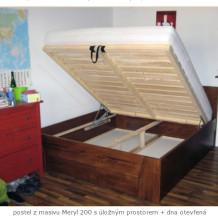 Postele z masivu pro příjemnější spánek